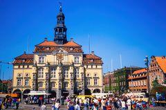 Marktplatz mit Rathaus 1989