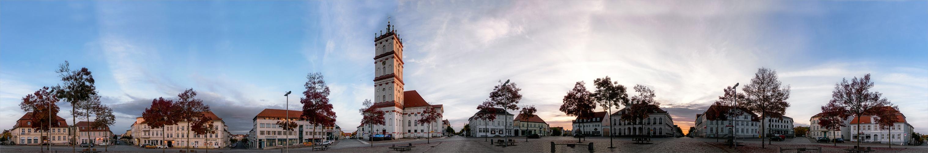 Marktplatz Neustrelitz (2) ...