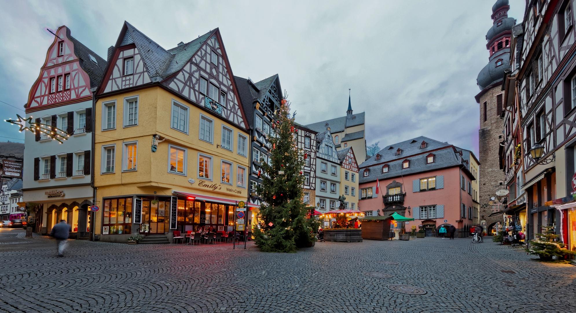 Cochem Weihnachtsmarkt.Marktplatz Weihnachtsmarkt Cochem Foto Bild Weihnachten World