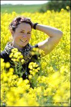 Marlene im Rapsfeld