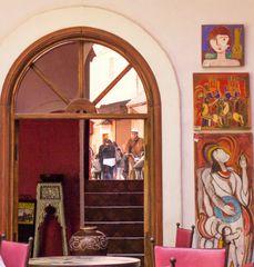 Marrakech 04/2011: Aus dem Innenhof eines Souk-Café`s geschaut