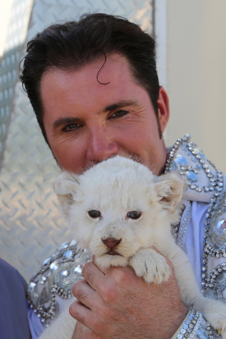 Martin Lacey jr and his baby lion