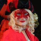 Maschera in rosso