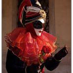 Maske im Morgenlicht