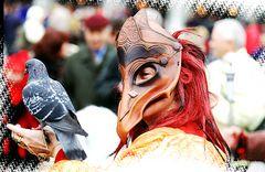 Maske mit Taube