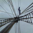 Mast des ältesten Holzsegelschiffs in der Kieler Förde