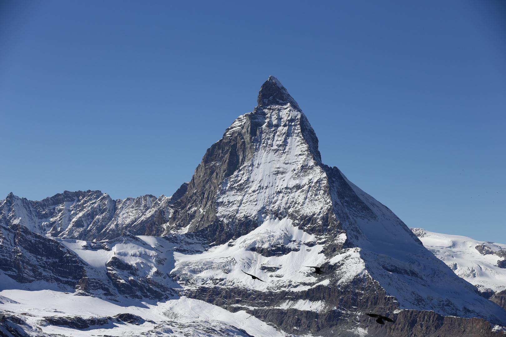Matterhorn mit fliegenden Dohlen