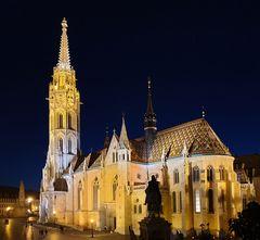 Matthiaskirche - fast noch blaue Stunde