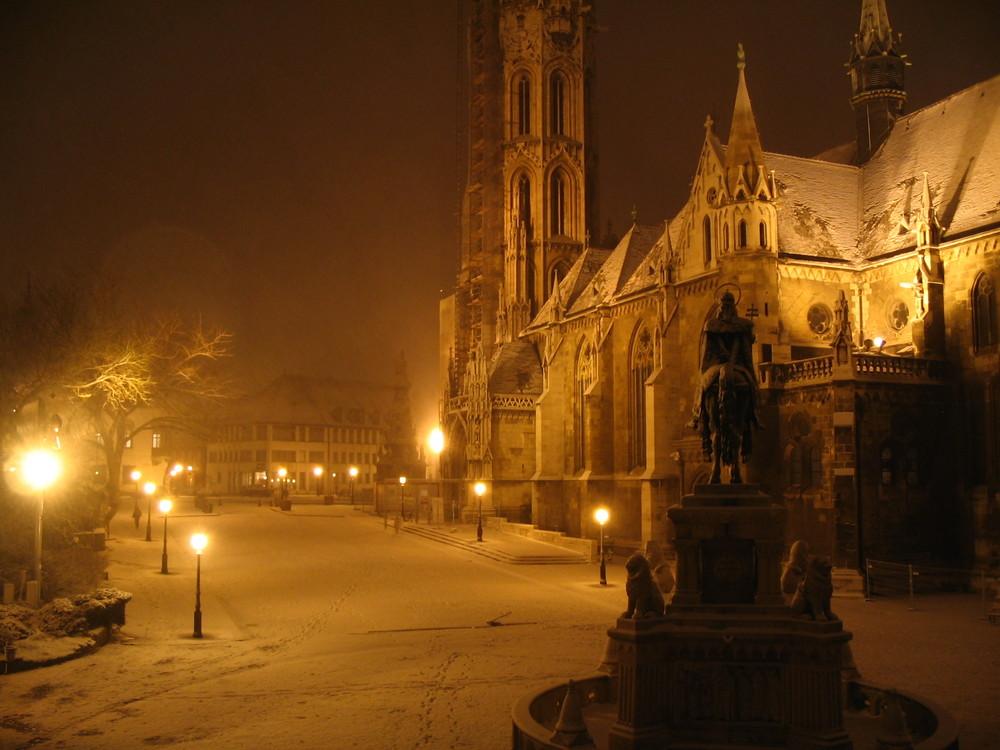 Matthiaskirche im Schnee