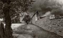 Mauer aus düsterer Zeit