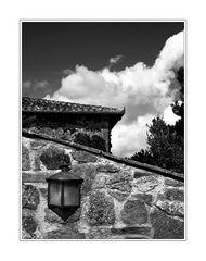 Mauer mit Wolke