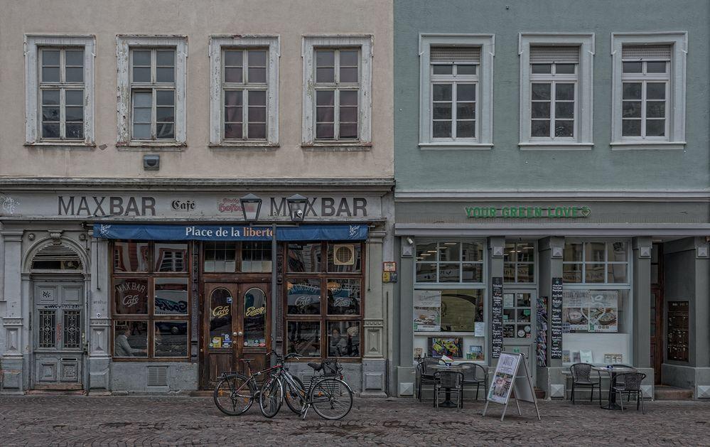 MAX BAR