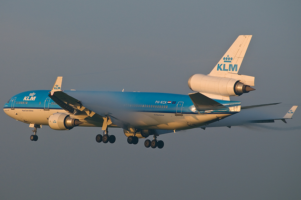 MD-11, KLM, landing early morning
