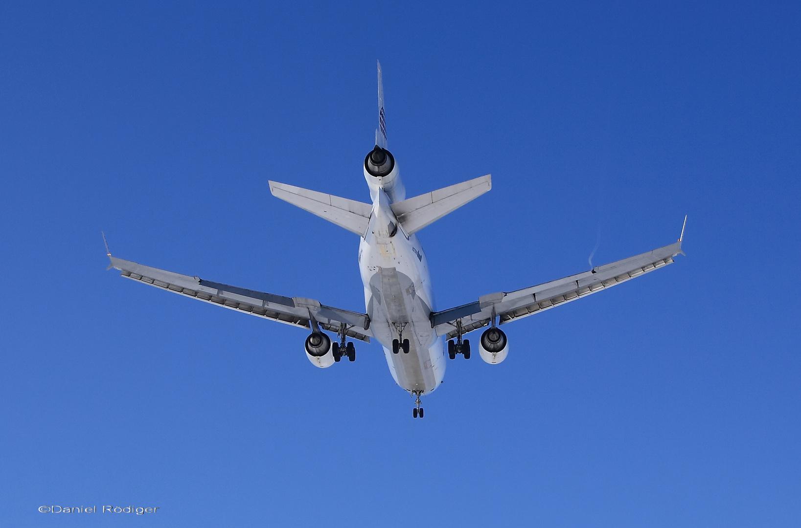 MD-11 kurz vom Aufsetzen in LEJ