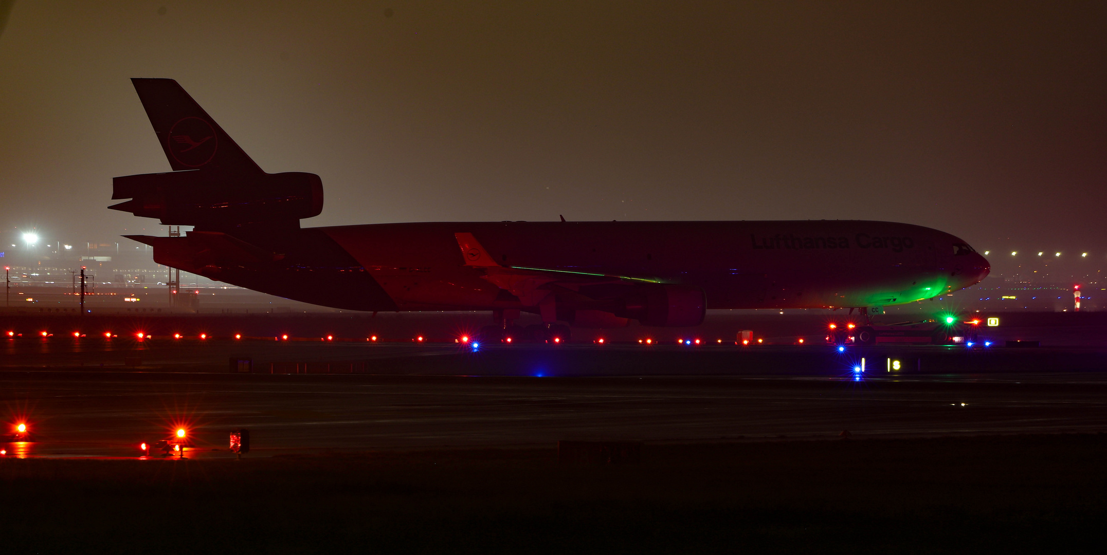 MD11 by Night
