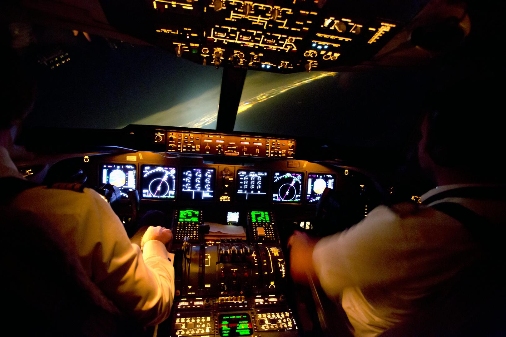MD11F Cockpit Anflug am Bosporus