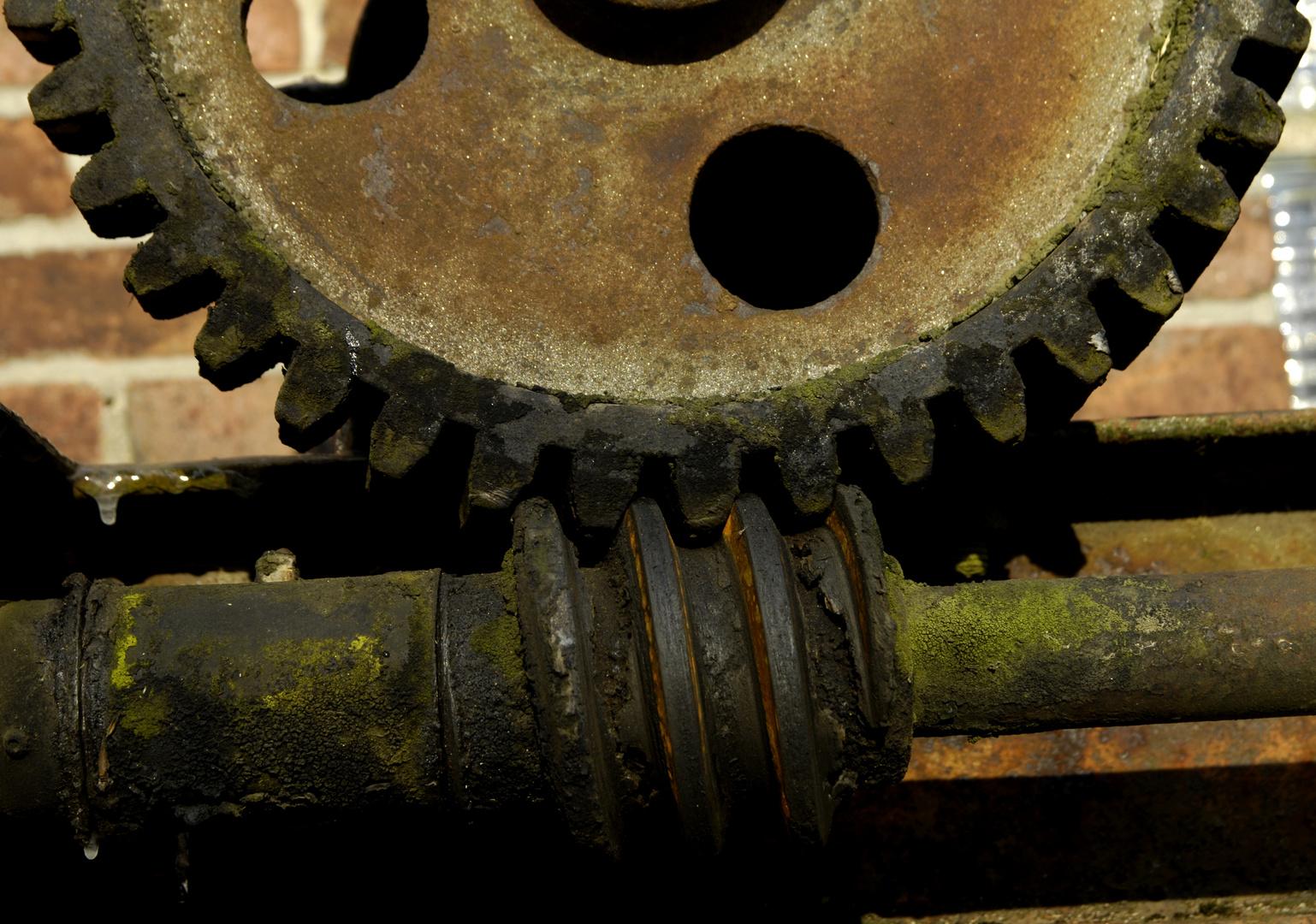 Mechanik am Stauwehr der Martmühle