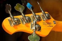 Mechanik zum Stimmen einer Baßgitarre