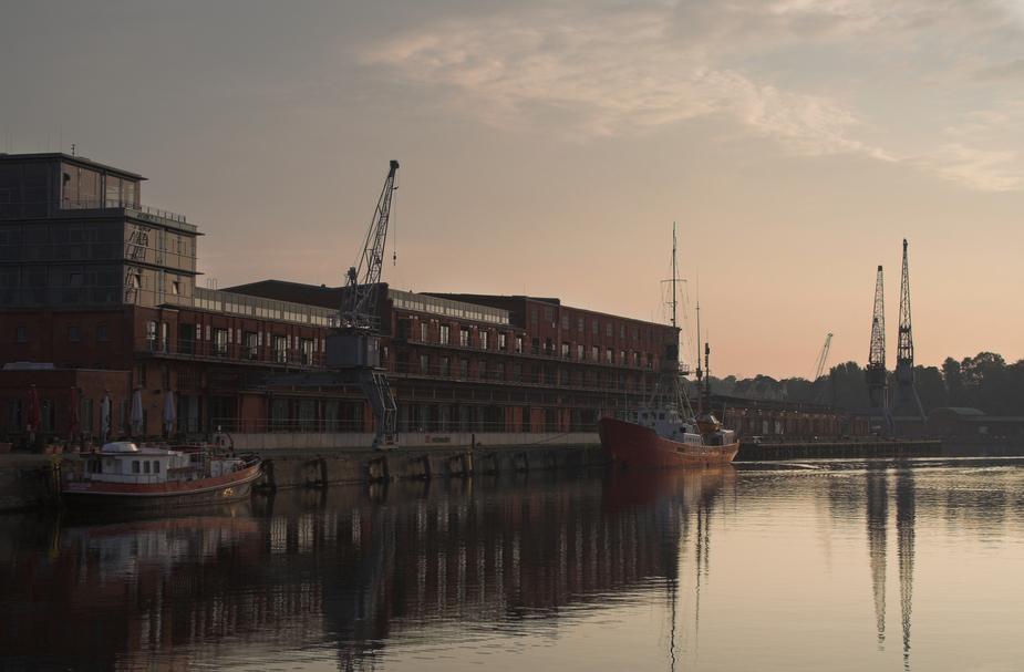 Media-Docks im Morgenlicht
