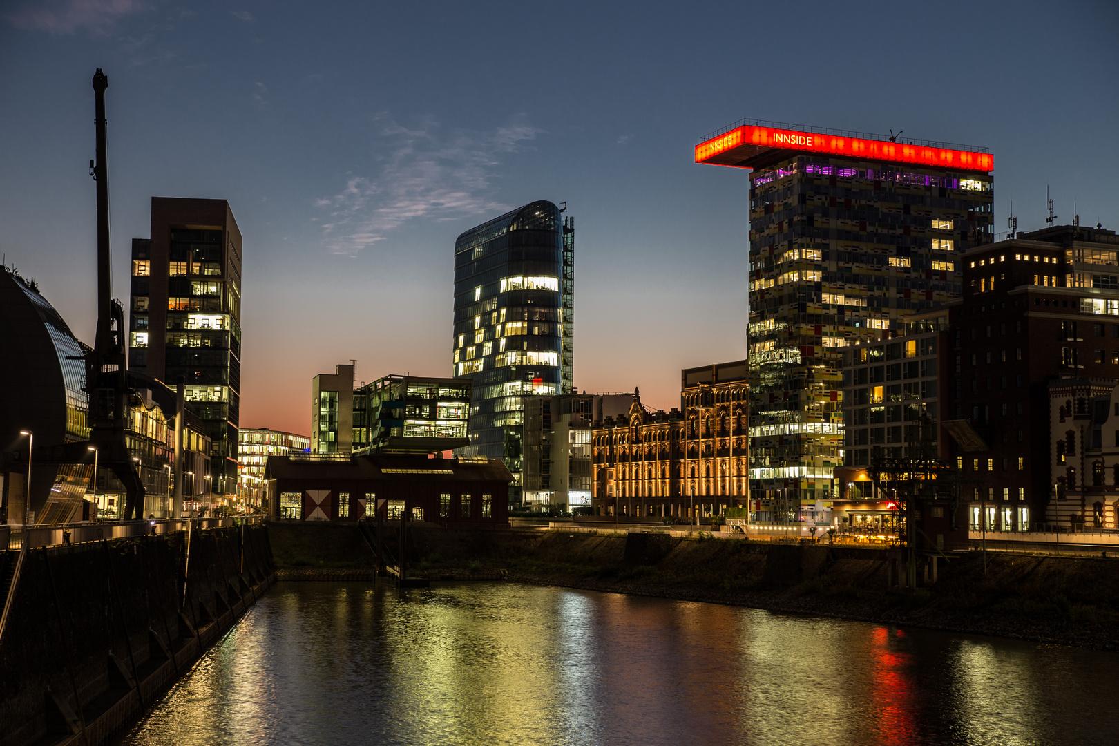 Medienhafen, Abend
