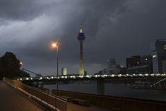 Medienhafen Düsseldorf vor dem Gewitter