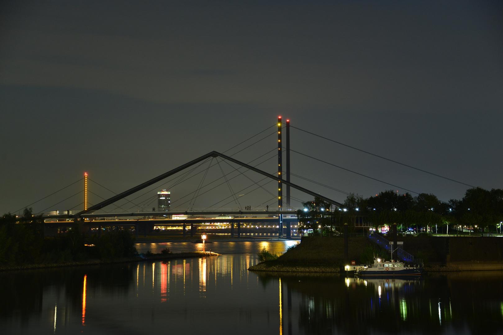 Medienhafen mit Rheinbrücke