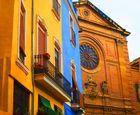 mediterane Fassaden in der Stadt, sakral wie profan