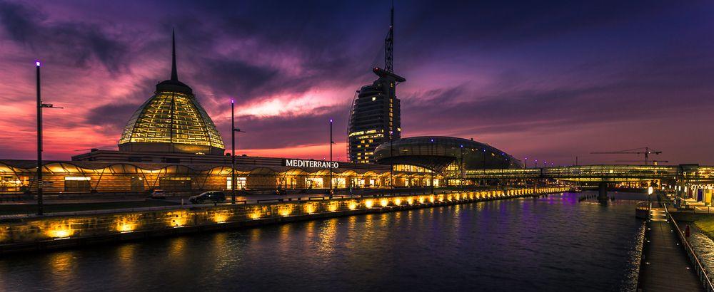 Mediteraneo bremerhaven foto bild architektur architektur bei nacht wasser bilder auf - Architektur bremerhaven ...
