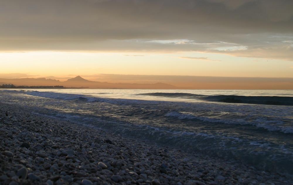 Meer kurz vor Sonnenuntergang