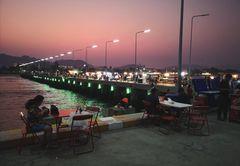 Meer Pier after sunset Thai P20-20-colfi