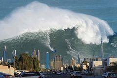 Mega Tsunami à Dubaï  -  Quand la démesure s'auto rattrape