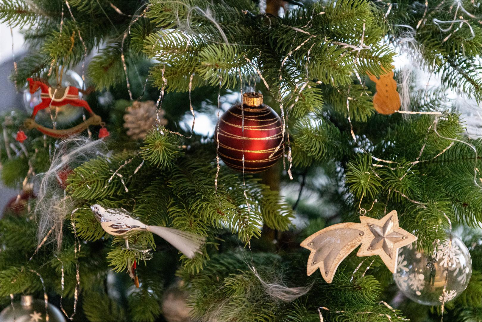 Mehr Lametta Foto & Bild   weihnachten, indoor, tannenbaum
