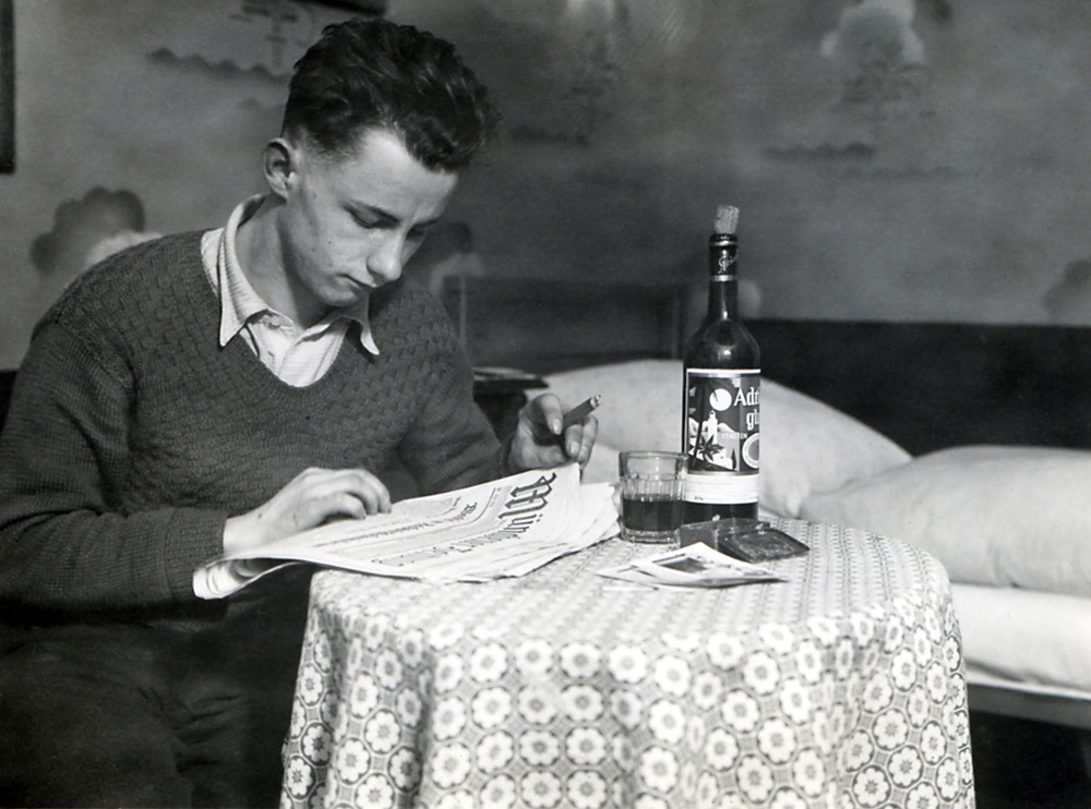 Mein Großvater in seiner Münchner Stube in den 30er Jahren