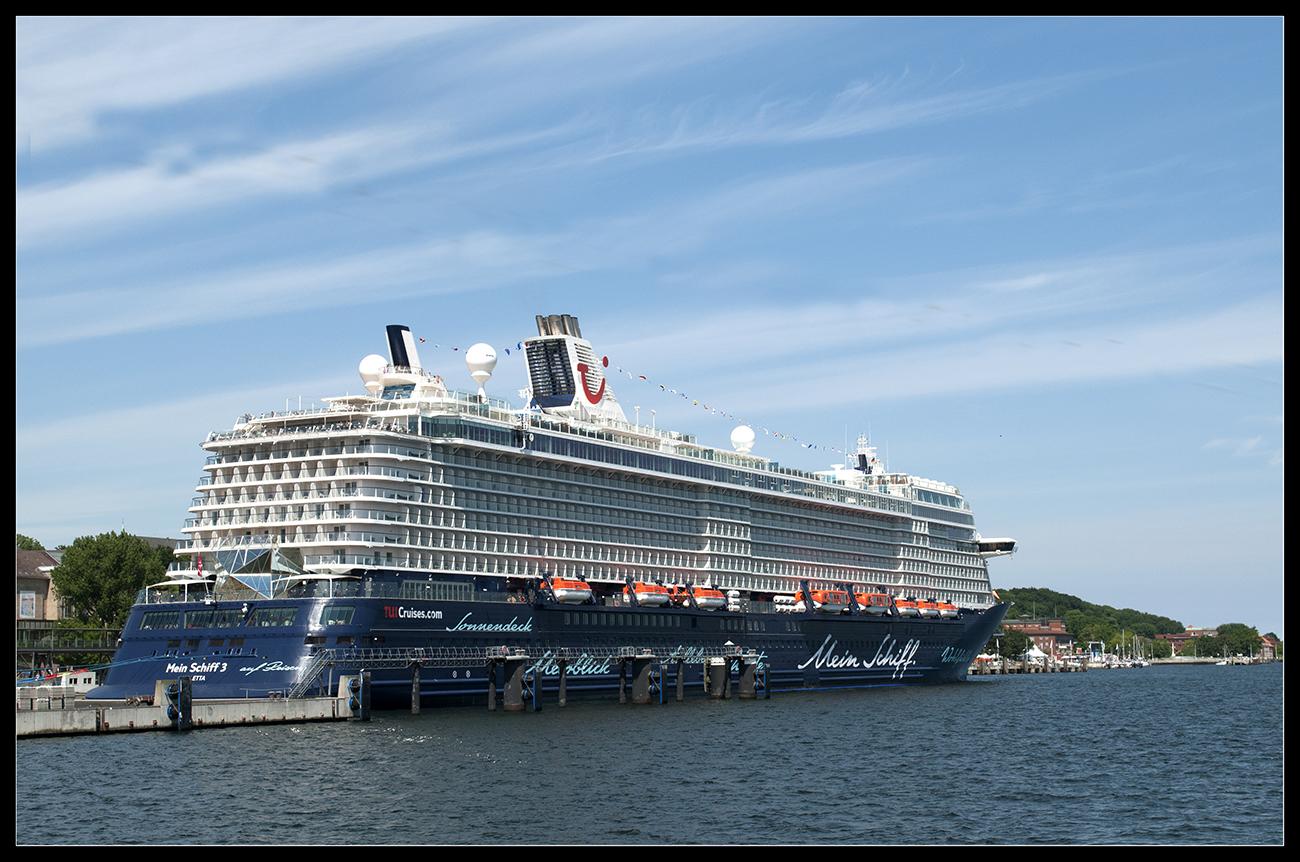 """""""Mein Schiff 3"""" noch ungetauft in Kiel"""