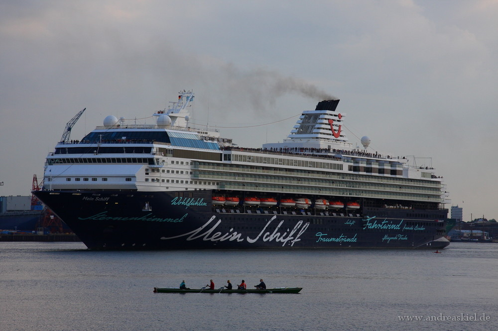 """Mein Schiff"" Kiel auslaufend"
