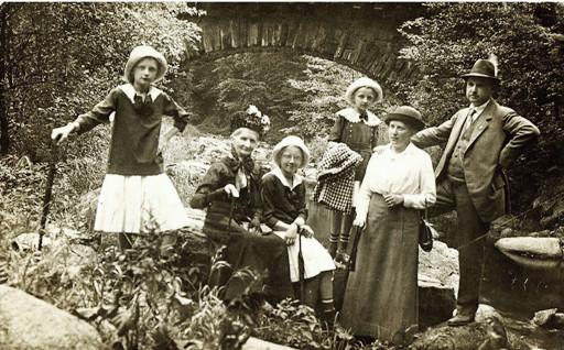 Meine Ahnen beim Waldspaziergang vor 100 Jahren Foto ...