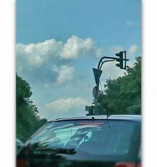 Meine Frau (die Fahrerin) sagte zu mir (dem Beifahrer) ... guck mal, Wolken! (Er fotografiert)