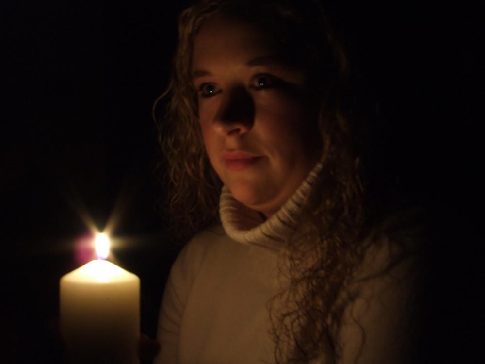 Meine Freundin im Kerzenlicht
