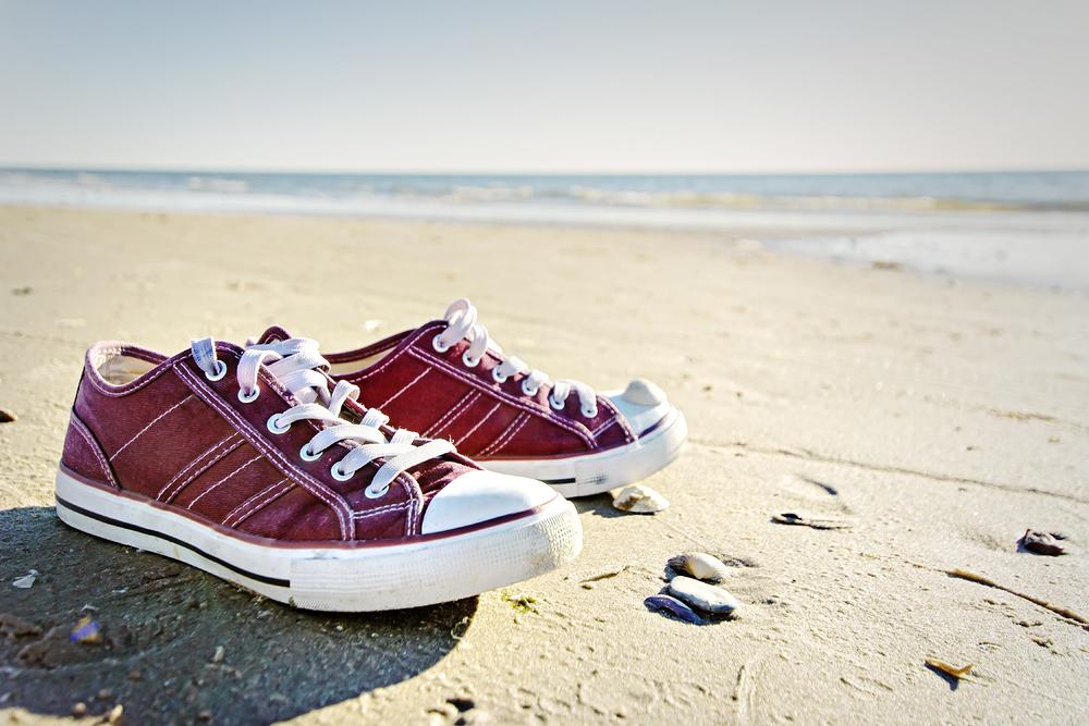 meine schuhe und ich am strand