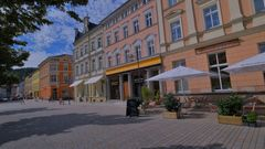 Meiningen, Asia-Bistro auf dem Markt (Meiningen, Asia-Bistro en la plaza major)