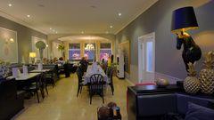Meiningen, in unserem Café (Meiningen, en nuestra cafetería)