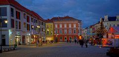 Meiningen, Marktplatz am Abend (Meiningen, la plaza major por la tarde)