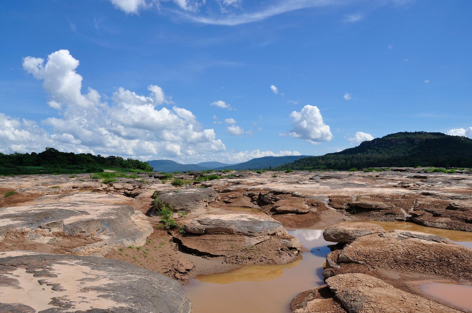 Mekong bei Trockenzeit, Blick nach Laos