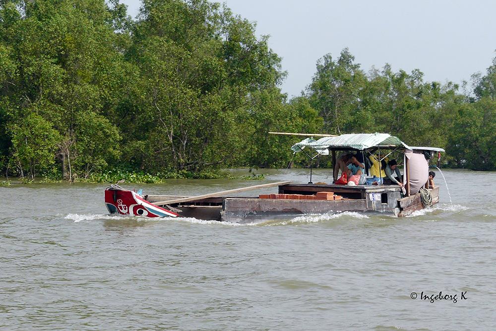Mekong Delta - Transport - und Wohnboot in einem