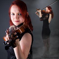 Melanie (mit Geige) 2