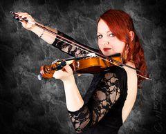 Melanie (mit Geige)
