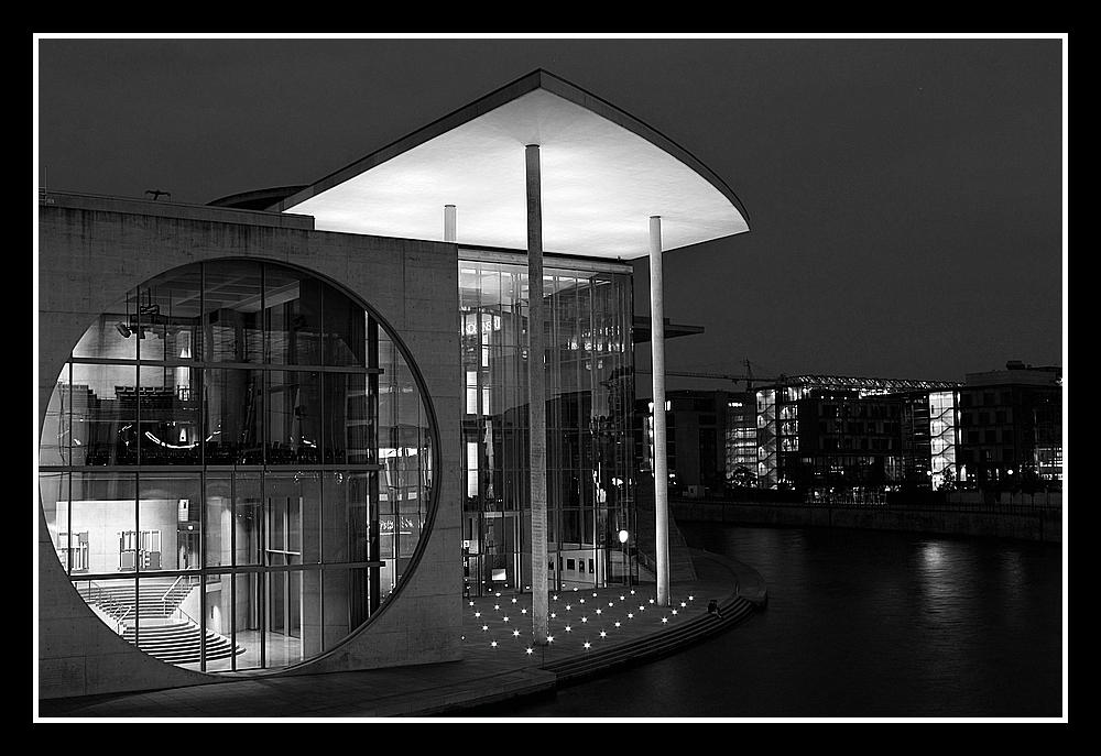 M.E.Lüders-Haus bei Nacht by Marco