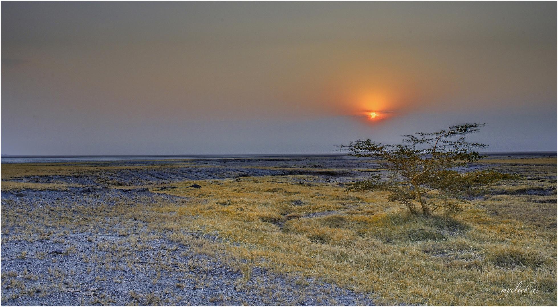 MEMORIAS DE AFRICA -ATARDECER EN EYASY-TANZANIA