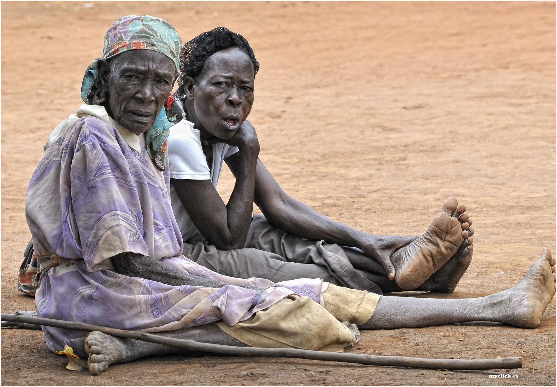 MEMORIAS DE AFRICA-DOS VECINAS DE KALAGALA-UGANDA