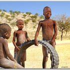MEMORIAS DE AFRICA -EL JUGUETE -NIÑOS HIMBA-NAMIBIA
